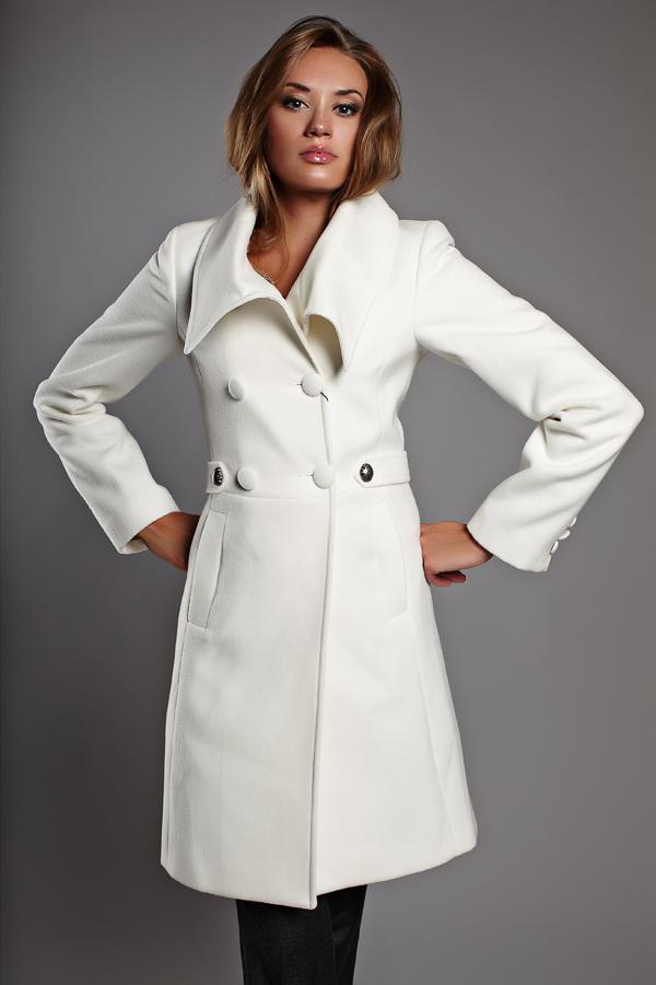 Белое пальто byblos